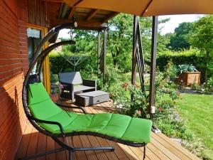 reforma-terraza-jardin-cesped-madera